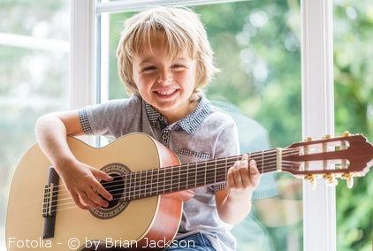 guitares pour enfants ce qu il faut savoir avant l achat petiteguitare. Black Bedroom Furniture Sets. Home Design Ideas