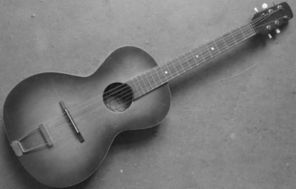 guitare parlor vintage