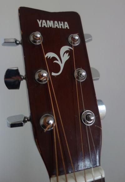 Tête d'une guitare sèche